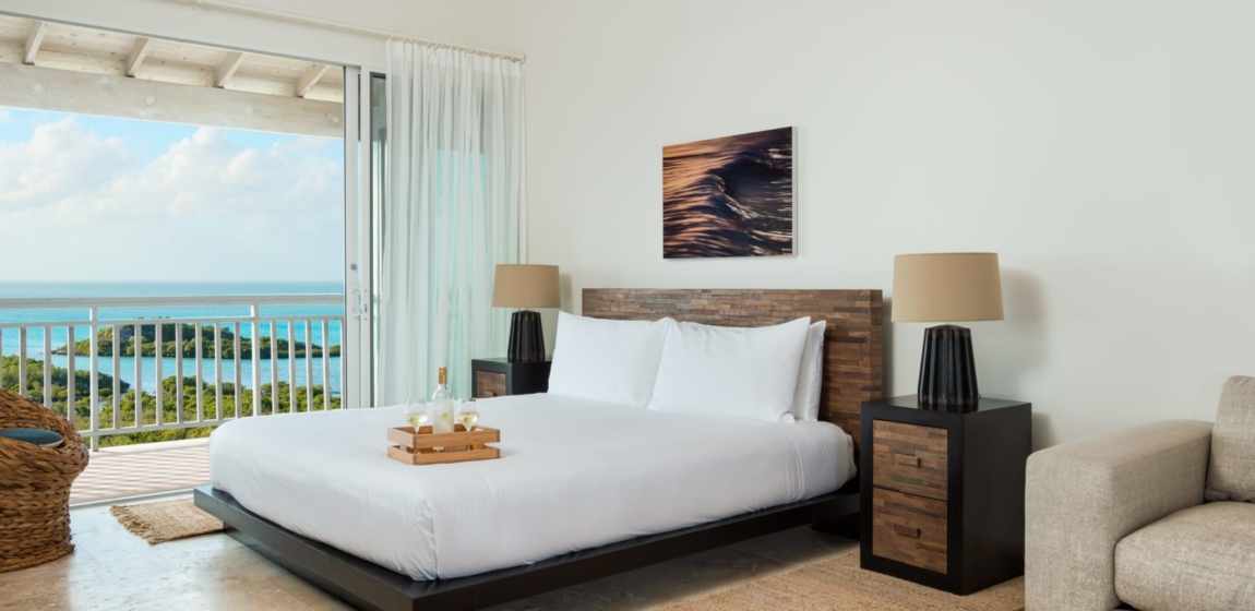 0.5-Sailrock-Resort-Ridgetop-Oceanview-Suite-Bedroom--1150x560