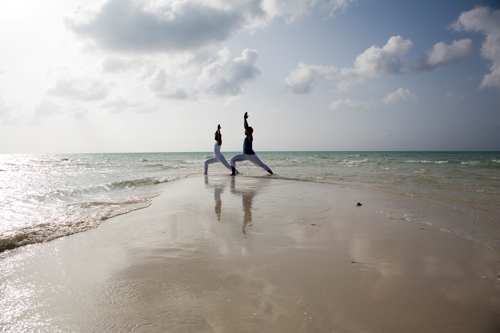 055026_44119140_Yoga_by_the_beach